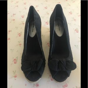 Bandelino wedge shoes w/open toe and bow